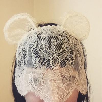 #WeddingFail overly designed headpiece will be turning many heads