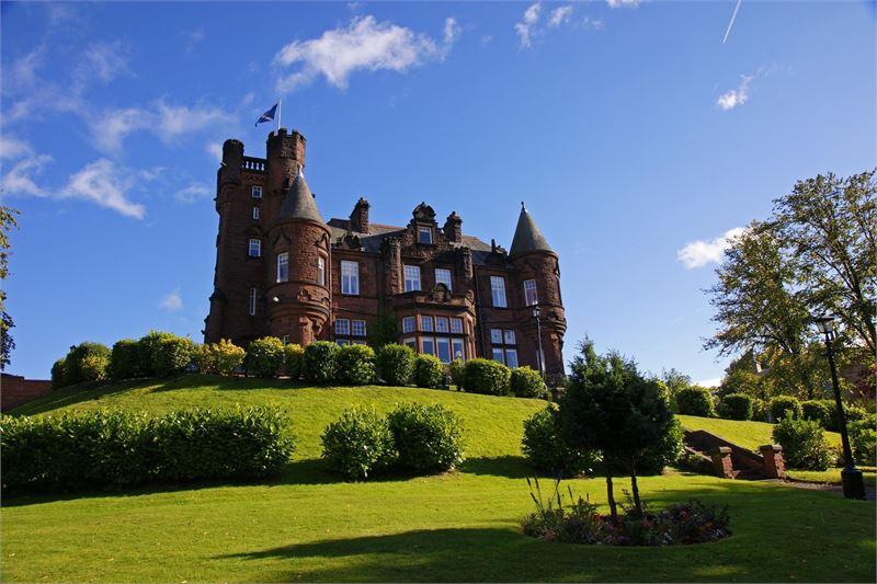 12 Castle Wedding Venues - Machermore Castle - Hitched