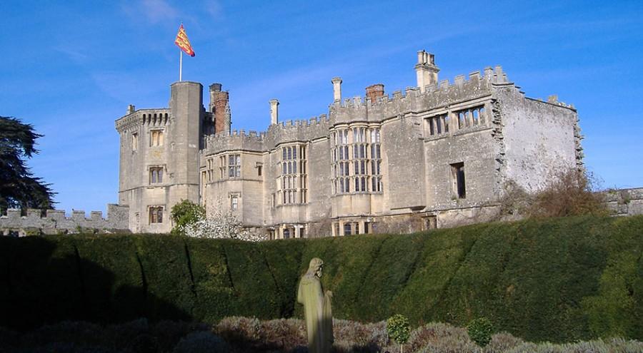 12 Castle Wedding Venues - Thornbury Castle - Stridetreglown