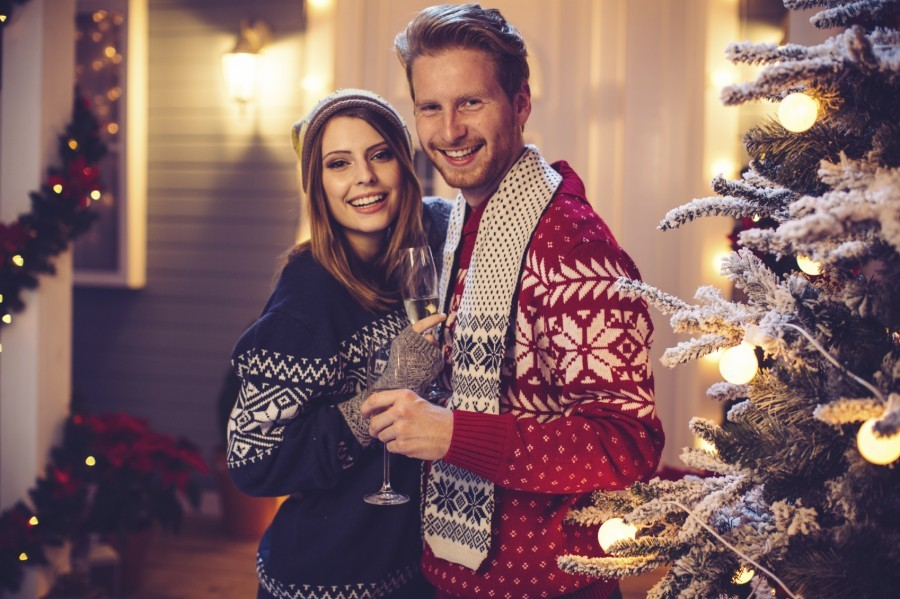 Easy-Weddings-Christmas-engagements 10