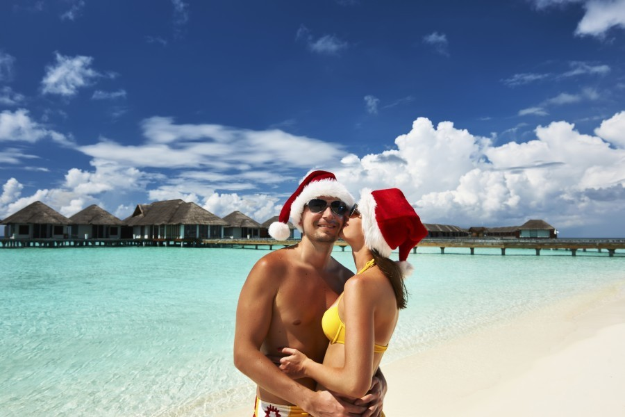 Easy-Weddings-Christmas-engagements 6