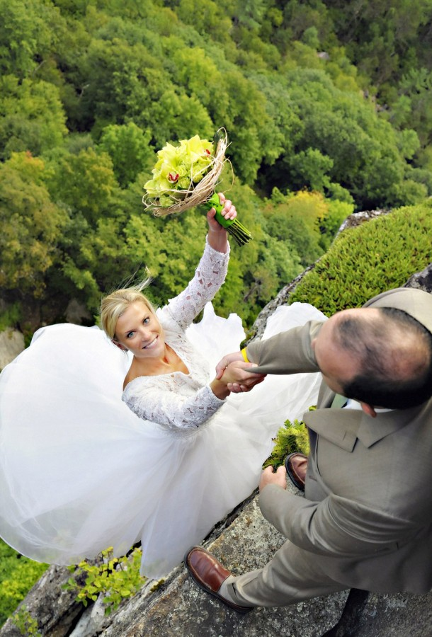 Would you risk your life for the perfect wedding photo Image: Philbrick Photography