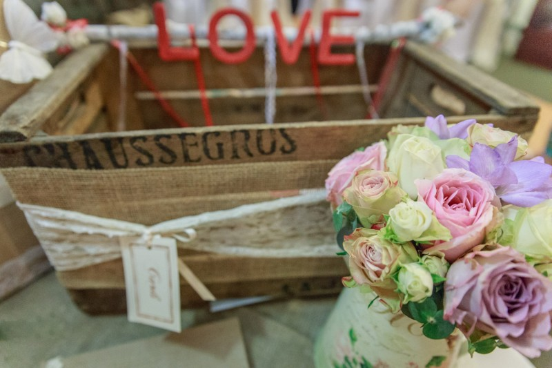 Emily_Michael_Shabby-Chic-Wedding_047