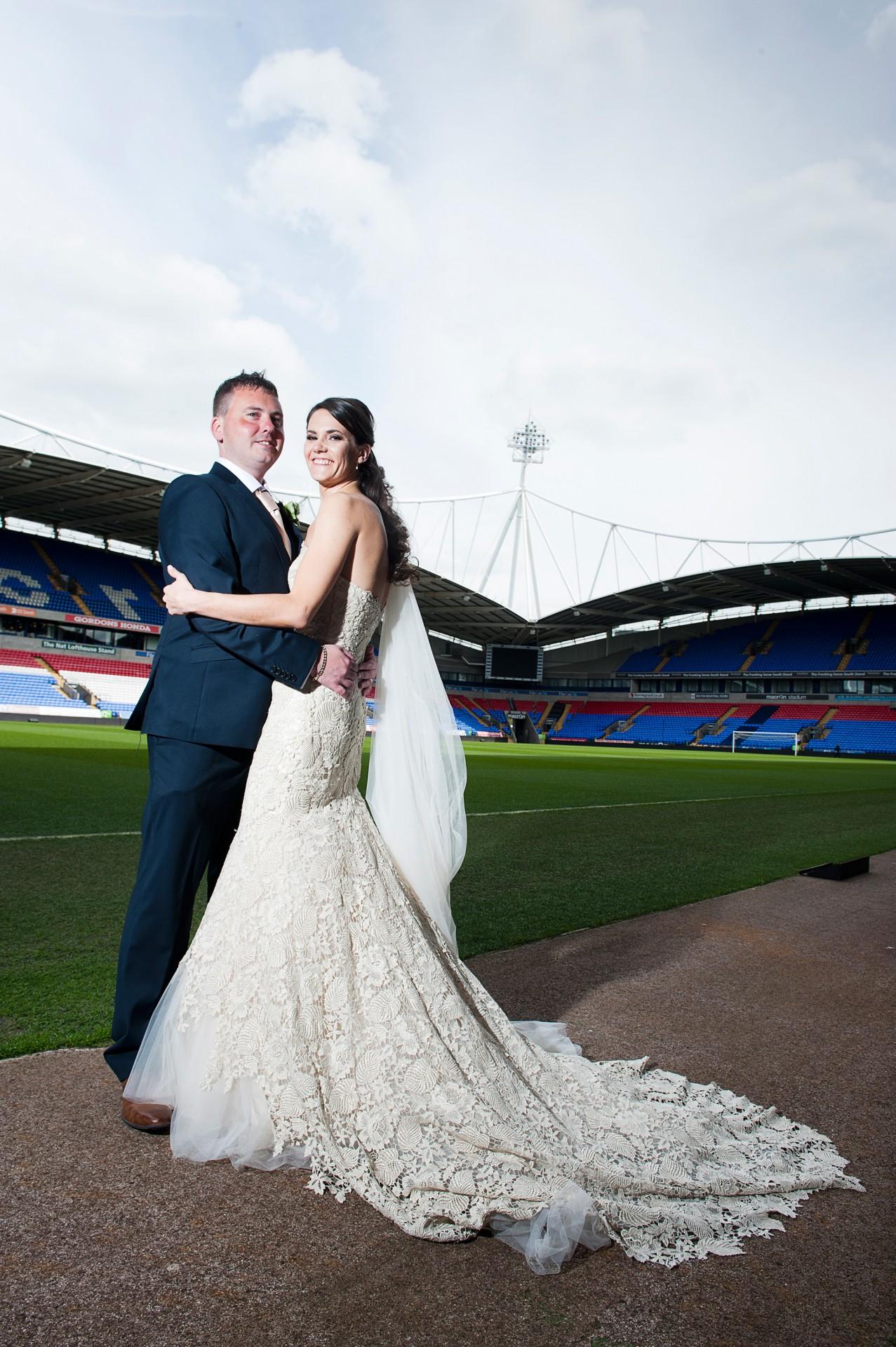 Lara_Oliver_Reebok-Stadium-Wedding_026