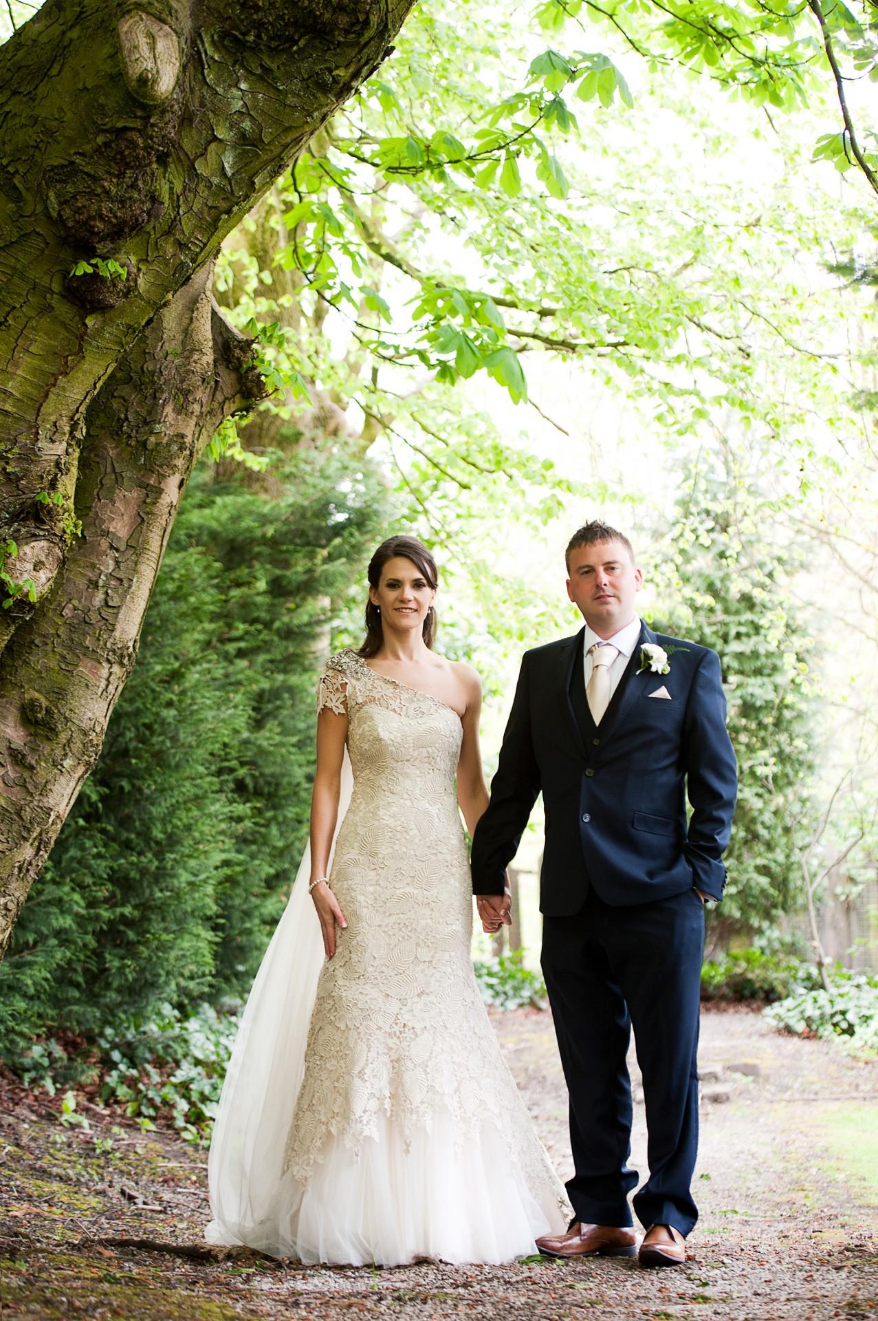 Lara_Oliver_Reebok-Stadium-Wedding_028