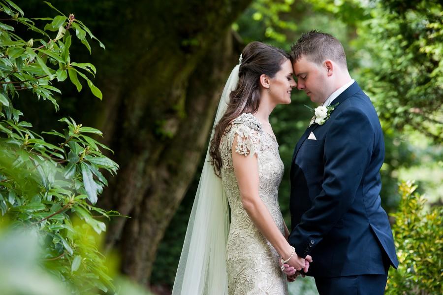 Lara_Oliver_Reebok-Stadium-Wedding_032