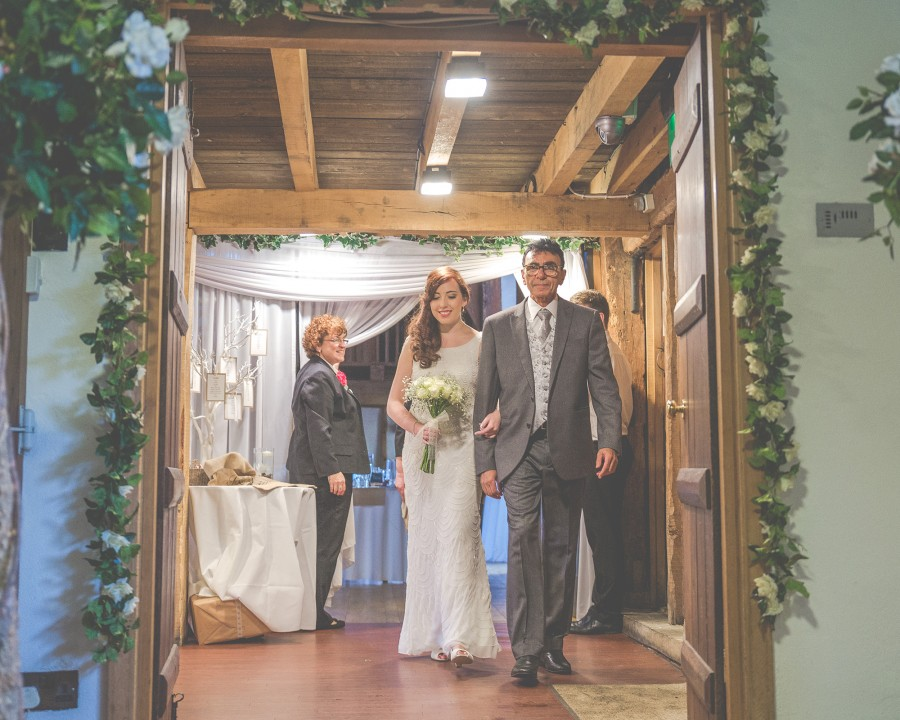 Yasmin_Miran_Autumn-Barn-Wedding_014